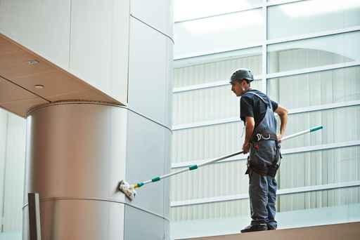 Fassadenreinigung mit einem Reinigungsgerät